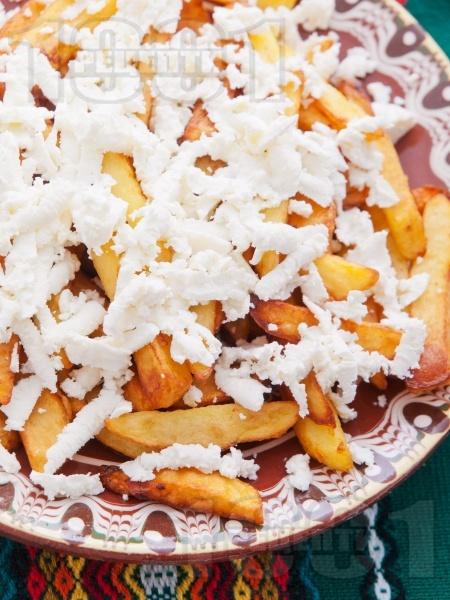 Пържени картофи със сирене - снимка на рецептата